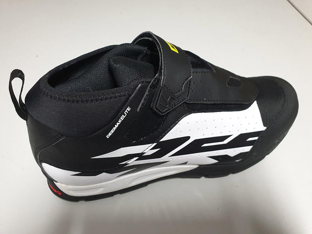 zapatillas-mavi-crossax-demax-elite-negra-blanca